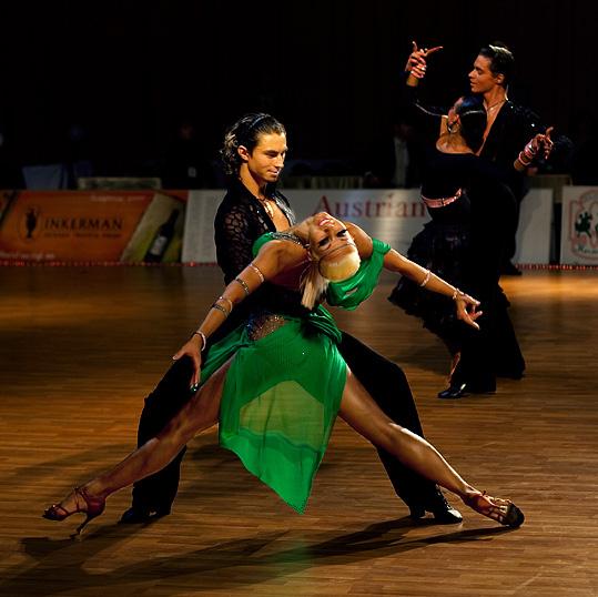 外籍拉丁舞